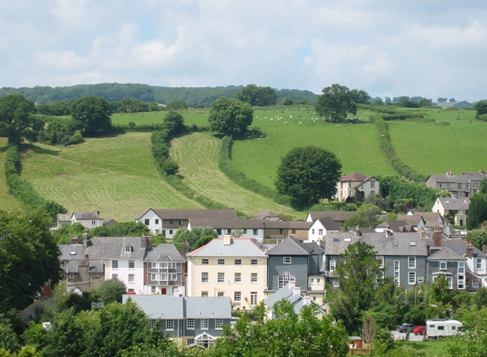 This scene of Ashburton, in southwest England, shows how English land use law, unlike typical zoning in the U.S.,  protects open spaces from development. Photo: David Walters